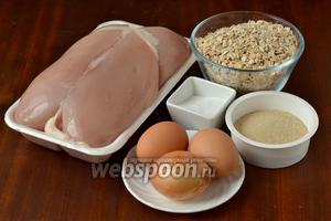 Для приготовления котлет нам понадобится куриная грудка для фарша, луковица, яйца, панировочные сухари, крахмал, соль, перец, овсяные хлопья, подсолнечное масло.