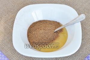 Солод и мёд выложим в миску.
