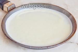 Блины жарим как обычно. Перед первым можете смазать сковороду маслом.