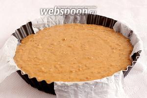 Выпекать пирог в разогретой до 180°С духовке, примерно 30-40 минут, до сухой лучинки.