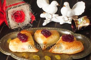 «Сердечки» с сыром Бри и кедровыми орешками