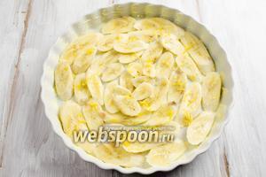Сверху посыпать цедрой, снятой с половины лимона.