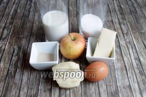 Итак, нам понадобятся такие продукты: яблоко, марципан, яйцо, мука, дрожжи, сахар, молоко.