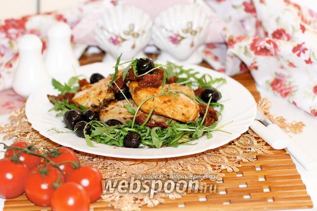 Фото Куриное филе с вялеными томатами и маслинами