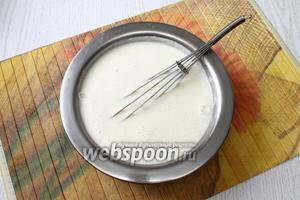 Размешать муку в холодном молоке и довести до кипения при непрерывном помешивании. Посолить по вкусу, молочный соус готов.
