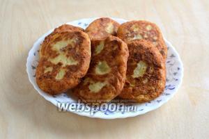 Подавайте картопяники в горячем или тёплом виде со сметаной, зеленью, овощами! Приятного аппетита!