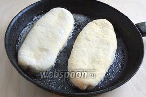Обжаривайте на небольшом огне в толстостенной сковороде с разогретым сливочным маслом. Для лучшего результата можно накрыть крышкой.