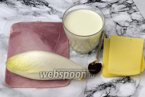 Подготовим ингредиенты: цикорий, ветчину, сыр, сливки, бульон концентрированный и приправы.
