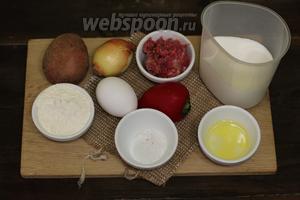 Для приготовления нам понадобятся такие продукты: мука пшеничная, молоко, соль, масло подсолнечное, яйцо куриное, картофель, свиной фарш, лук репчатый, перец сладкий, лук зелёный, укроп, сыр твёрдый.