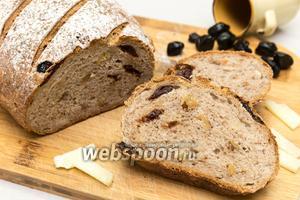 Пшенично-ржаной хлеб с вяленой вишней и орехами