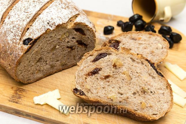 Фото Пшенично-ржаной хлеб с вяленой вишней и орехами