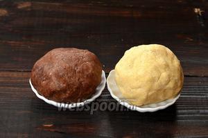 Получатся 2 вида теста. Завернуть каждое в пищевую плёнку и отправить в холодильник на 50 минут.