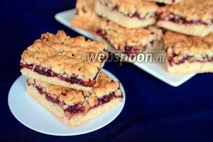 Тёртый пирог с цукатами и смородиновым вареньем