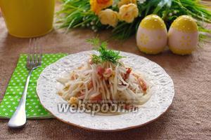 Салат из белой редьки с беконом