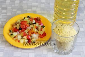 Для приготовления блюда взять кус-кус, замороженную овощную смесь, масло и соль.