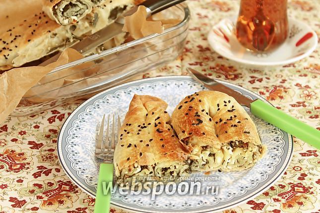 Фото Кол бёрек — турецкий пирог со шпинатом и солёным творогом