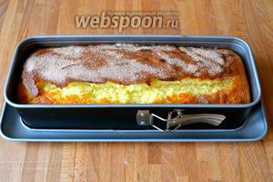 Поставить в разогретую до 190°C духовку на 35-40 минут. В любом случае, следить по своей духовке. Готовность кекса проверить деревянной шпажкой.