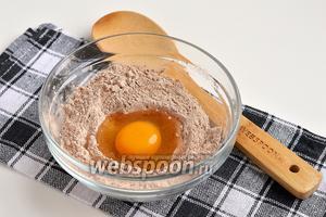 Добавить 1 яйцо.