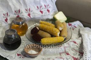 У нас есть специальная кукурузка для приготовления попкорна.  Чёрную свекольную патоку  мы приготовили раньше. Приготовим себе простой снек (десерт) к чаю или к кофе — сладкий попкорн с топпингом из мелассы и мёда.