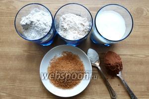 Подготовим продукты для печенья: какао, 2 вида муки,сметана, сахар, сода.