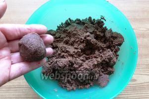 Но, когда формируем печенье, тесто держит форму.