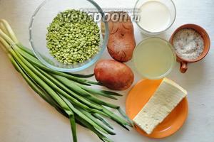 Для приготовления нам понадобится картошка, горох орегон, овощной бульон, сливки. Для подачи потребуется зелёный лук, брынза, смесь сухих трав.