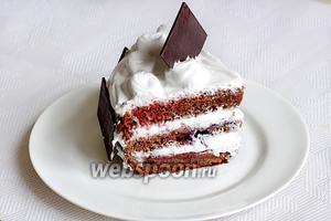 И кусочек тортика... Резала  сразу.