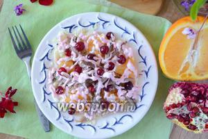 Салат с утиным мясом, апельсинами и клюквой