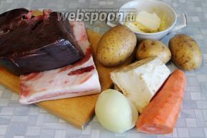 Для приготовления паштета взять печень, сало, картофель, сельдерей, лук, морковь, масло, пряности.