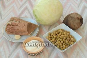 Для приготовления салата нам понадобится говядина, свёкла, белокочанная капуста, консервированный горошек, чеснок и майонез. Говядину и свёклу предварительно нужно сварить.