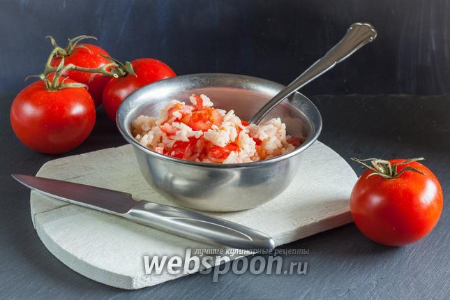 Фото Тёплый салат с рисом и помидорами