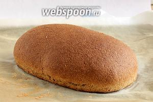 Готовому хлебу дать полностью остыть под полотенцем, чего я так и не смогла сделать. Нарезала его горячим. Хлеб получается очень мягким, жёсткая корочка не образуется.