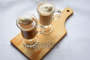 Наш кофе «Гляссе» готов, можно чуть посыпать сверху корицей! Приятного аппетита!