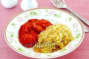 Сардельки в томатно-луковом соусе