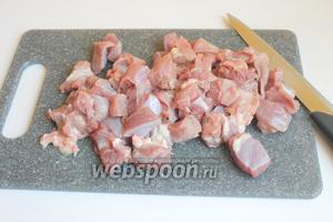 Порежем мелко мясо.
