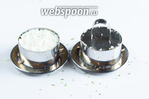 Выкладываем оставшуюся 1/3 тёртых белков, прессуем, солим.