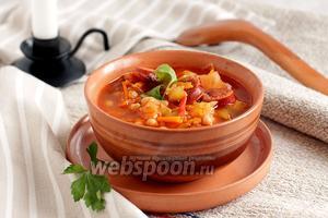 Фасолевый суп с кислой капустой и колбасками