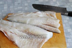 У промытой рыбы взять только филе.