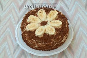 Готовый торт можно обсыпать измельчённым печеньем или бисквитной крошкой. Украсить по желанию и дать постоять 2 часа для пропитки. Приятного аппетита!