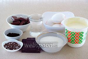 Для приготовления мусса нужно взять горький и молочный шоколад, сливки жирностью не менее 33%, сахар, молотый кофе «Эспрессо», воду, сахар и кондитерскую посыпку.