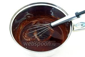 К шоколадной массе добавить настой кофе.
