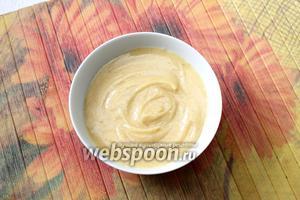 Масло готово. Перекладываем в удобную ёмкость. Перед тем как подавать, нужно масло поставить в холодильник, чтобы оно застыло. Хранить также в холодильнике, в закрытой маслёнке.