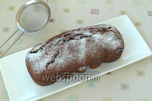 Когда кекс остынет — посыпать его сахарной пудрой. Затем можно нарезать и подавать к чаю. Приятного аппетита!