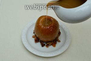 Подавать горячими как самостоятельное блюдо или полить  соусом Баттерскотч . Чудесный и ароматный десерт готов! Приятного аппетита!