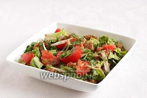 Можно дать салату настояться несколько минут, но обычно витающие по кухне запахи совершенно не дают этого сделать. Угощайтесь!