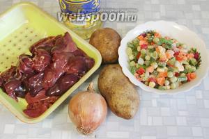 Для рагу взять печёнку, картофель, овощную смесь, лук, масло, соль, майоран.