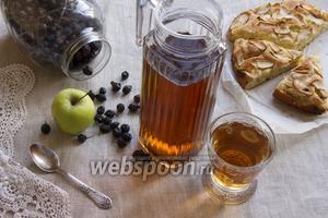 Компот из шиповника с яблоками