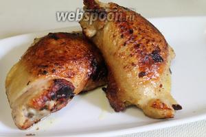 Готовую курицу подавать сразу с зеленью.
