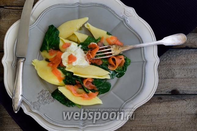 Фото Паста с лососевыми и шпинатом