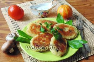 Картофельные котлеты с грибами и сыром
